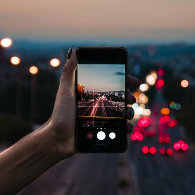 2 Aplikasi Kamera Populer Ini Disusupi Adware