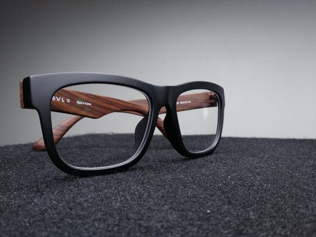 Ulasan Seputar Jenis Lensa Kacamata dan Fungsinya
